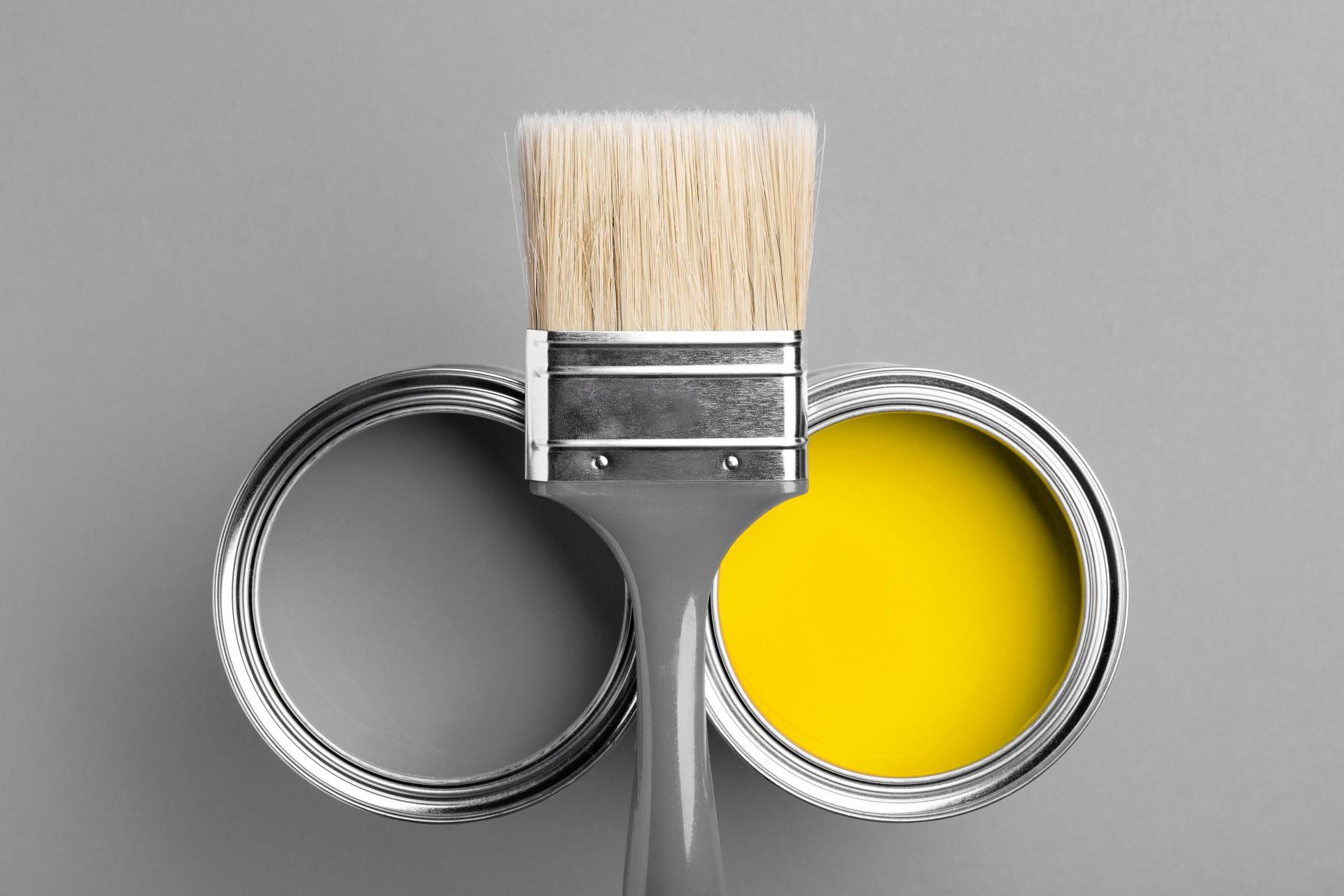 szary i żółty - kolory roku 2021 we wnętrzu